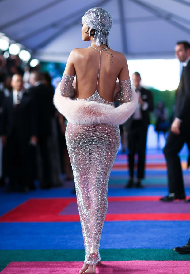 Rihanna et sa robe signée Adam Selman, constellée de cristaux Swarovski