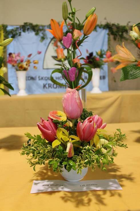 V rámci jarní výstavy Floria pořádal zahrádkářský svaz soutěž a ve vázání a aranžování květin.