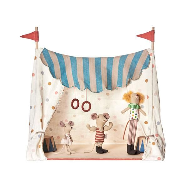 Roll up, roll up! The Maileg Circus is in town. This Circus Tent comes complete with the cutest little mice to stimulate lots of imaginative play centred arou