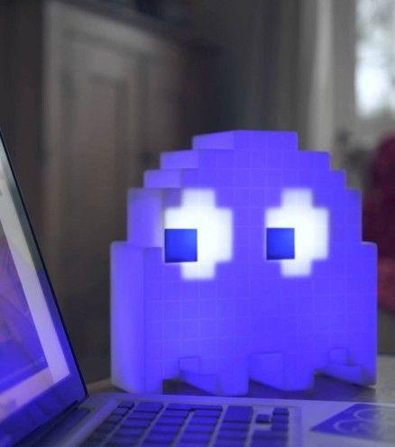 Achetez la lampe d'ambiance multicolore Pac Man sur lavantgardiste.