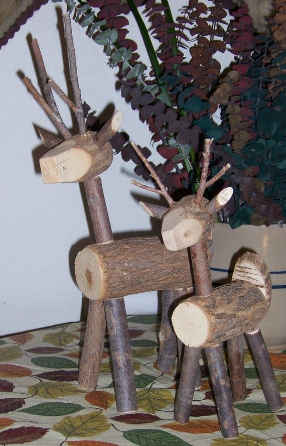 Reindeer made of wood and twigs. I really need to try these (big for yard and small for family room)!