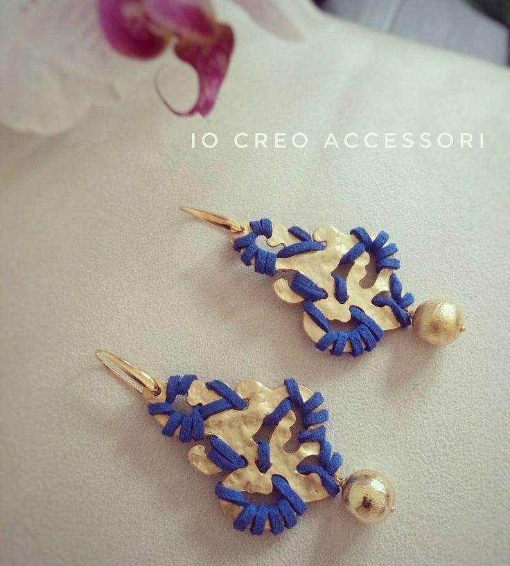 Oro e blu elettrico, forme e colori dal look arabeggiante💙🌊🐚💛🎆  ---------------------------------------------------------  #orecchini #earrings #pendientes #ohrringe #accessoriestivi #zama #oro #blu #blue #bluelettrico #accessories #bijou #bijoux #jewels #jewellery #outfitfortoday #outfits #dress #beautiful #wonderfull #sfera #ball #glamour #glam #fashion #bloggers #bloggerjewelry #creation #creations