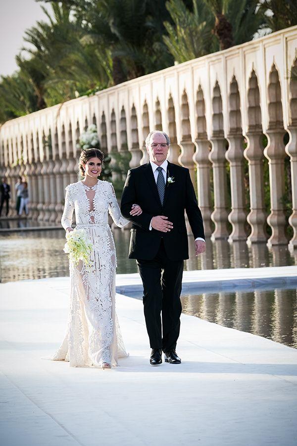 """Depois do almoço de boas vindas e do ensaio, chegou a vez de ver as fotos do casamento! Mariana Cassou e Raul Frare disseram """"sim"""" no Palais Namaskar, em M"""