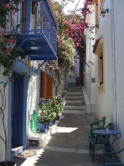 visitheworld:  Narrow streets of Skiathos, Sporades Islands, Greece
