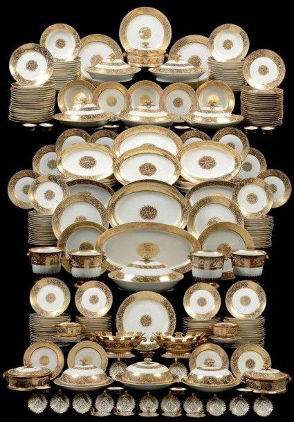 Exceptionnel service en porcelaine offert à la Grande duchesse Olga Nikolaievna de Russie (1822-1892), deuxième fille de l'empereur Nicolas Ier, à l'occasion de son mariage avec le prince héritier Charles… - Magnin Wedry SVV - 12/12/2015