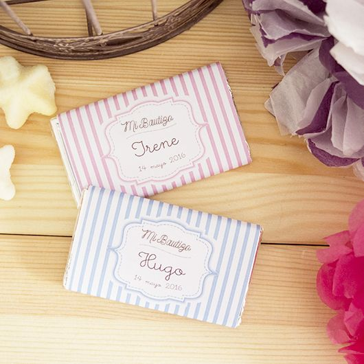 Chocolatinas personalizadas con el nombre de tu bebé y la fecha del #bautizo. Perfectas para regalar a tus invitados como #detalledebautizo.