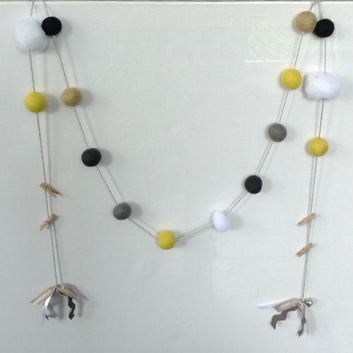 Viltballetjes slinger geel zwart zand grijs wit