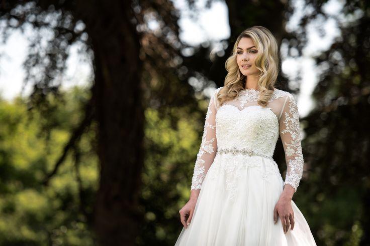 Visezi la o nuntă la castel și îți dorești să te simți ca o prințesă în cea mai importantă zi din viata ta?