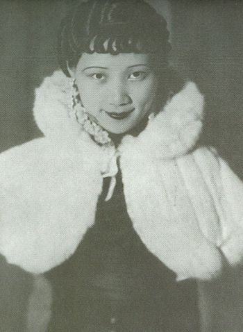 徐来,Xu Lai, film star Shanghai 1930s, she looks like Hu Die a lot!