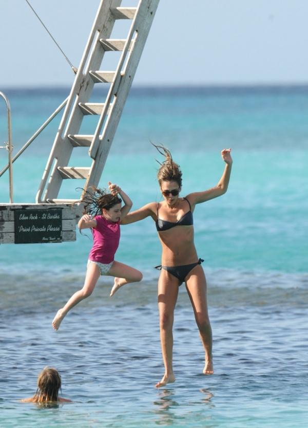 Jessica alba daughter jessica alba pinterest for Jessica alba beach pictures