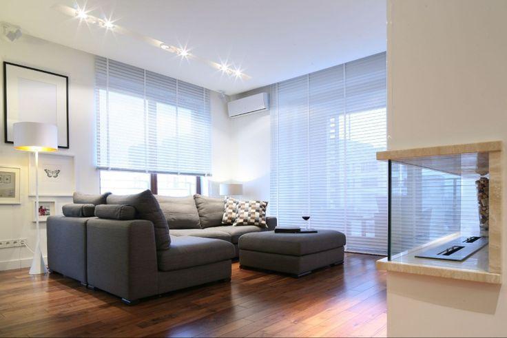 Szara kanapa w pokoju: 20 najładniejszych aranżacji wnętrz  - zdjęcie numer 18