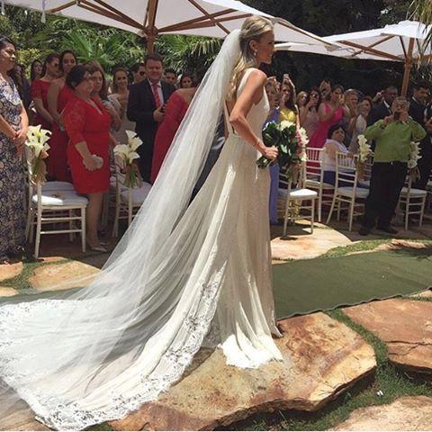 O vestido de Paula Armani em seu casamento com o jogador Fred