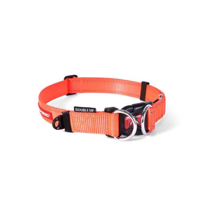 De EzyDog double up halsband is een halsband die dubbele veiligheid en zekerheid biedt. Voorzien van het bekende EzyDog Soft Touch Nylon Webbing voor comfort. De dubbele D-ringen houden de kracht van de hond, maar zorgen wel voor een gemakkelijke toegang tot de sluiting.