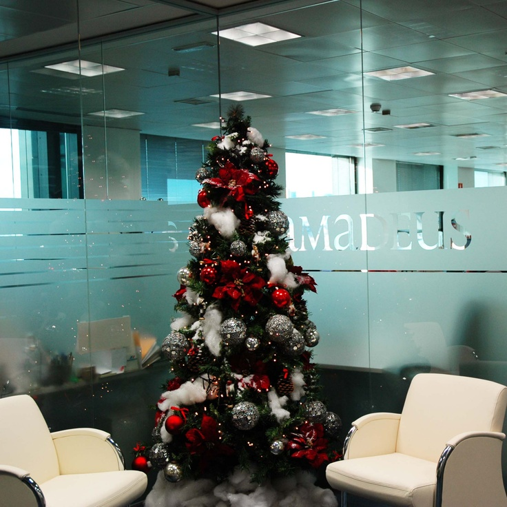 Christmas tree in madrid amadeus holiday decorations for Amadeus decoration