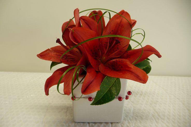 red lily/wedding table http://www.wanakaweddingflowers.co.nz/gallery/