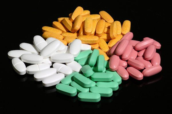 Son nuestros héroes contra el dolor. El paracetamol y el ibuprofeno son dos de los analgésicos más comunes y populares en el mundo. Se utilizan para reducir el dolor y la fiebre y ambos son generalmente seguros si se toma la dosis correcta. Pero ¿cómo sabemos cuál de las dos debemos tomar? A continuación una …