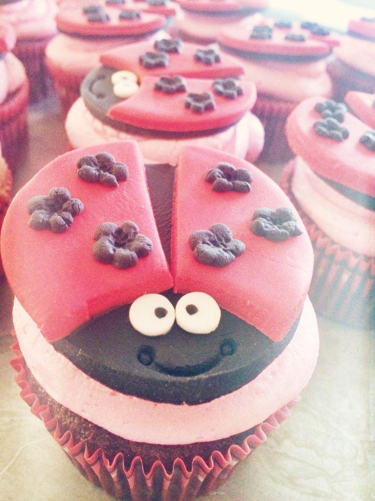 Ladybug cupcakes ❤️ fondantcupcakes cupcaketoppers fondant ladybugs