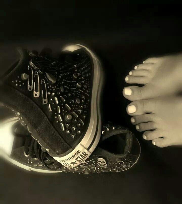 #piedi#nails#unghie#bianco#nero#converse#fixelnailslaboratory#aspettandoilsole#gel
