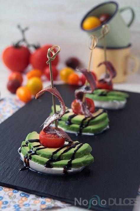Canapés fáciles para invitados - Easy appetizers for guests - Mozzarella, aguacate, tomate cherry y anchoas - Mozzarella, avocado, cherry tomatoes and anchovies
