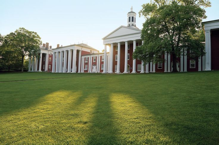 Lexington, VA: Washington and Lee University - South's Best College Towns - Southernliving. Graduates of Washington and Lee tend to be dedicated alumni, coming back in droves for homecoming, and even putting down roots in Lexington, a community that seems to welcome college students, families, and retirees equally. History buffs love seeing sites like Lee Chapel and the home of Stonewall Jackson