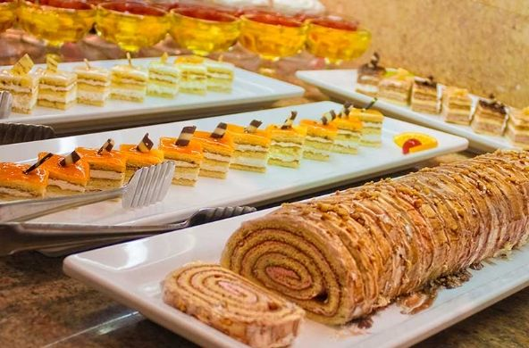#Restaurantes tipo #buffet en el #Hotel Servigroup Diplomatic de #Benidorm. // #Restaurants with buffet service.  A selected and varied assortment of #dishes including themed dishes, vegetarian choices and delicious #desserts