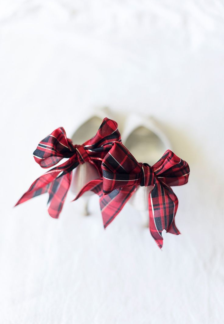 http://blog.beau-coup.com/how-to-make-a-tartan-bow-shoe-clip-for-beautiful-winter-wedding-shoes