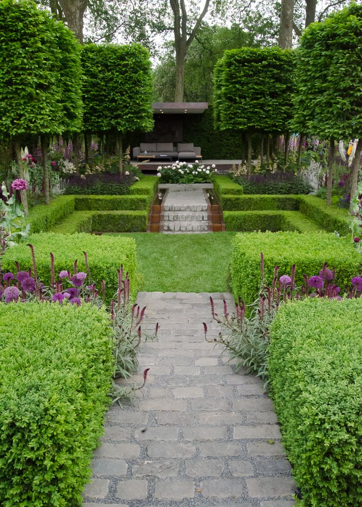 The beautiful planting in the borders and the variation in height encourages the eye to wander around the garden. With a back seating area to overlooks the whole space.