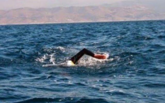 Mosè cancella l'onta della squalifica incassata tremila anni fa. Attraversa il Mar Rosso a nuoto #umorismo #nonsense