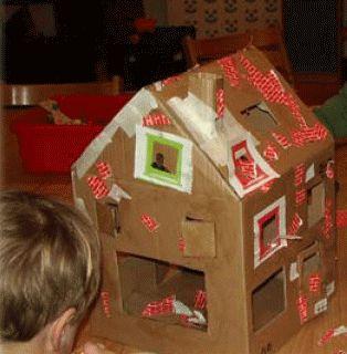 knutselen - huis maken van karton de kinderen laten beplakken en inrichten