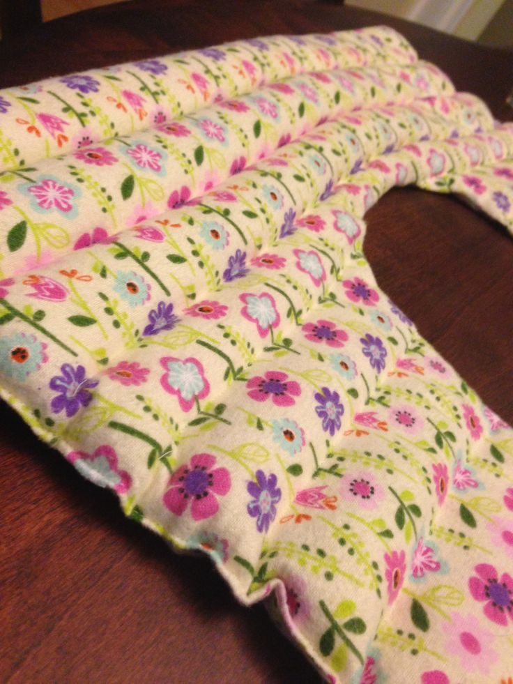 Over the weekend I decided to break out my sewing machine and get a little crafty with my leftover fabric and essential oils. I am a chronic sufferer of neck and shoulder pain so I decided to make my own rice heating pad. I just used leftover scrap fabric, rice, and essential oils. Easy…