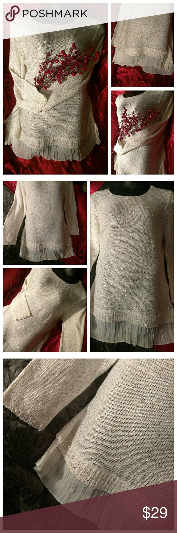 🎅🌲GORGEOUS🆕GLITTERY HOLIDAY SWEATER!🎄🎅 BNWT ⛄Jaclyn Smith Collection Size 3X ⛄Beautiful off white shade, filtered with gold sparkles and sheer lower extension...Simply breathtaking! ⛄Looks amazing with jeans & boots, or a skirt & heels! ⛄I also have a grey one available that I will be listing within 24 hours! Jaclyn Smith Sweaters Crew & Scoop Necks