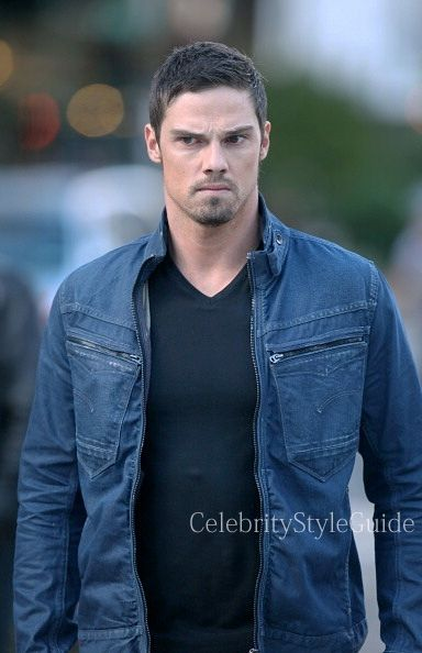 Seen on Celebrity Style Guide: Jay Ryan, as Vincent Keller wore the G-Star New Riley Slim Jacket on the Beauty and the Beast season 2 premiere titled �Who Am I�