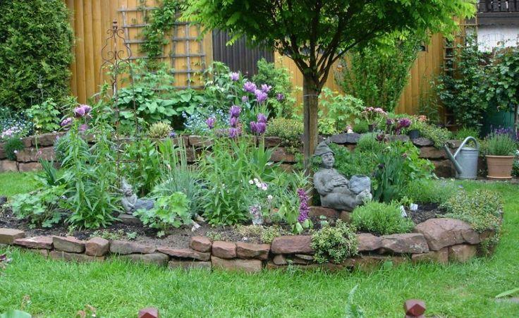 Create And Design An Island Bed Backyard Garden Design Sloped
