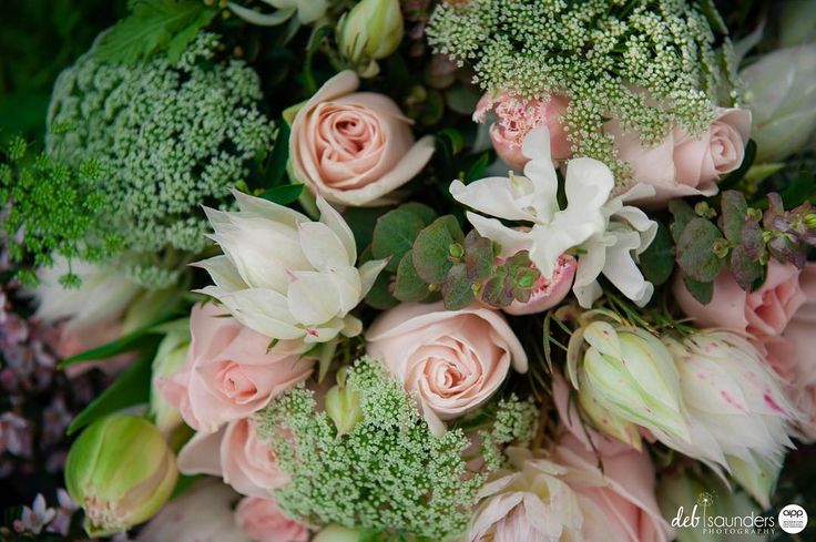 These flowers take my breath away every time I look at this photo. 2 businesses showing of the beauty of nature in closeup @mclarenvaleflorist @debsaundersphotography . . Show off what your business does - in close up. . Beautiful imagery brought to you by these gorgeous businesses -  @vintagescenehire @steph.walkerr @shesews @beyondbeautifulstylelounge @cakesbynatasha  @maxwellwines @fleurieulivingmagazine @sweetshute. . #floralart #onlocation #weddingbouquet #mclarenvale #southaustralia…