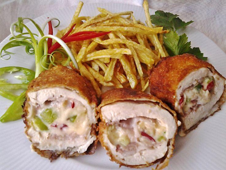 Macisajtos töltött csirkemell recept. Válogass a többi fantasztikus recept közül az Okoskonyha online szakácskönyvében!