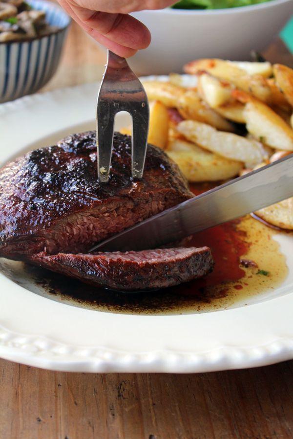 Carne al Horno una receta fácil de hacer y perfecta para compartir. Es a prueba de errores y siempre nos da como resultado una comida deliciosa.