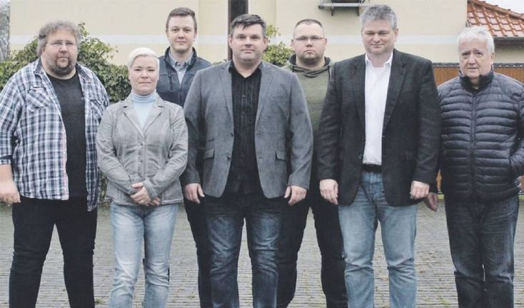 Vorstand AfD Frankfurt: Ingolf Schneider (v.l.n.r.), Claudia Suchanow, Matthias Fux, Andreas Suchanow, Marcus Mittelstädt, Wilko Möller und Bernd Saleschke. Nicht im Bild: Daniel Hofmann.