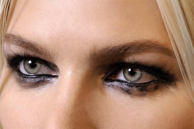#Eyebrows large, full and defined are the #trend #Fall/Winter2012  #Sopracciglia grandi, piene e definite sono il #trend #Autunno/Inverno2012