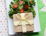 Cute Lunch Idea: Boxing Day Sandwich | Find the recipe for this fun food at http://www.canadianfamily.ca/
