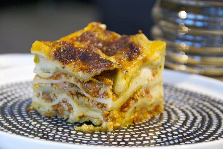 Gurmee: Lasagne niin kuin äiti sen tekee  http://www.gurmee.net/2014/11/16/lasagne-niin-kuin-aiti-sen-tekee/
