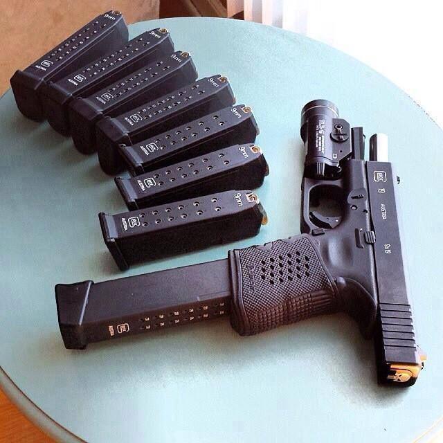 Glock 19 + 7 Magazines