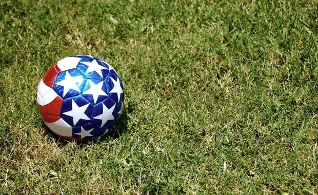 Football czy soccer? http://americanica.wordpress.com/2012/06/19/football-czy-soccer/