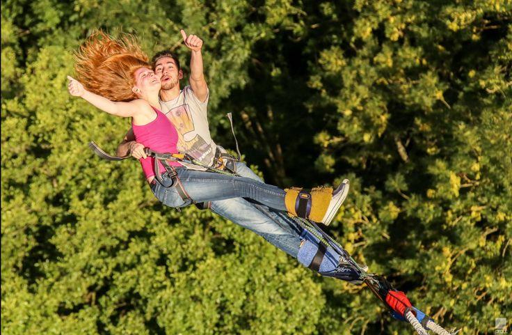 A deux c'est mieux ! Réservez votre saut à l'élastique en solo, en binôme ou en trio ici > https://www.adrenactive.com/saut-elastique-c6.htm