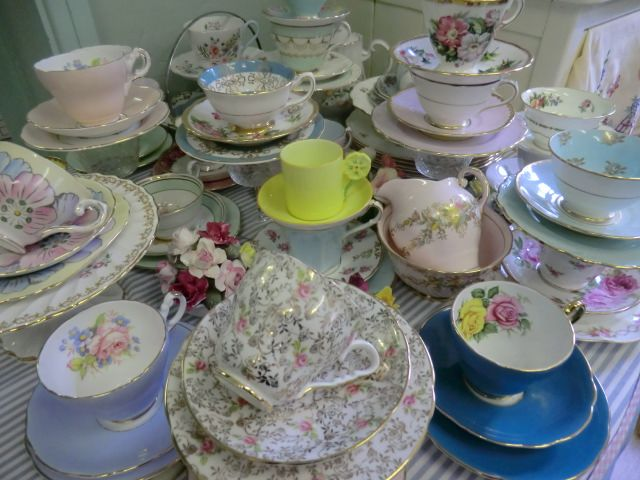 Vintage retro & antique Teaware tea sets services Coffee Ware cups saucers plates teapots trios milk jugs sugar bowls muffin dishes eggcups serving & dessert sets and other tableware