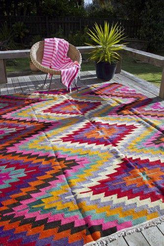 la couleur dans nos intérieurs, tapis coloré, sol coloré, déco par le sol, Lovely Market