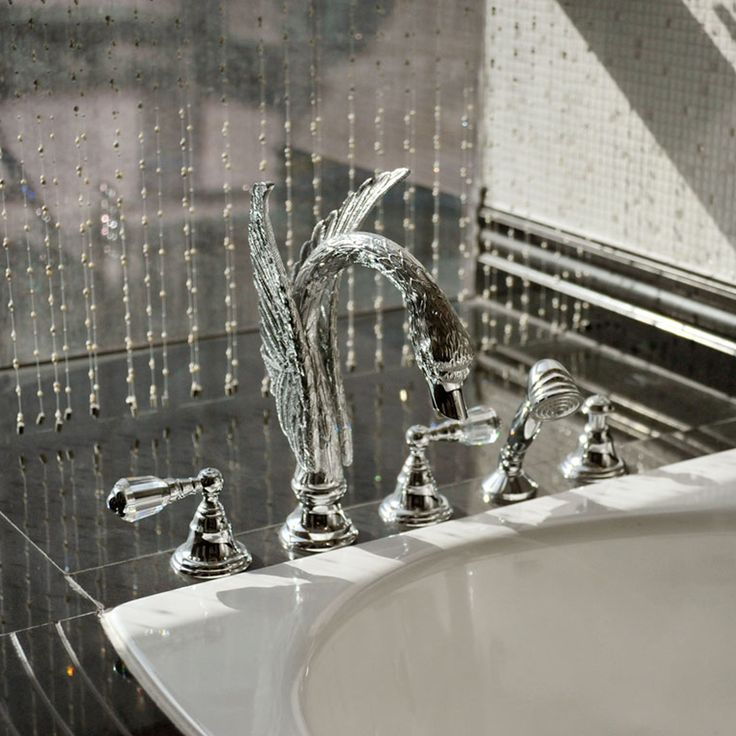 Luxury bathroom design - bronces mestre