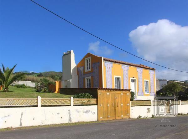 Villa for Sale Ponta Delgada, Azores, Portugal - Ref. 3536 - Villa for sale at the parish of Candelaria, in Ponta Delgada, São Miguel Island, Azores (MD10247851), 127,500 EUR, 2017-02-13 - Mondinion.com Global Real Estate