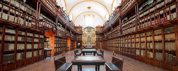 Conoce la historia de la primera biblioteca pública del continente americano: la Biblioteca Palafoxiana, ubicada en el centro histórico de la ciudad de Puebla.