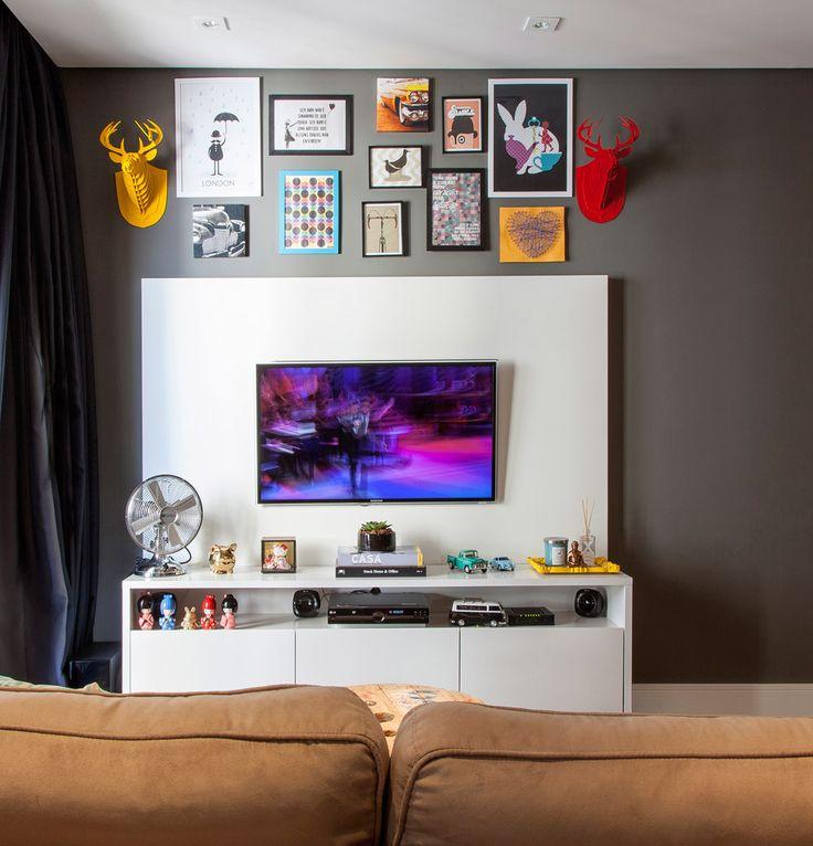 Um apartamento compacto, um orçamento com restrições e uma moradora criativa e apaixonada por cores. Reconhece o enredo? Coincidências à parte, essa é a história da designer de interiores e personal organizerJulianaRocha, que divide um ninho handmade com o marido,Anderson Bastos. Cada um dos80 m² do imóvel emBarueri, São Paulo, tem o dedo da …
