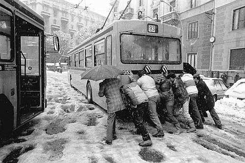 Winter Italy -- NEVICATA STORICA A MILANO 1985 ...e mi hanno rubato l' auto !!!